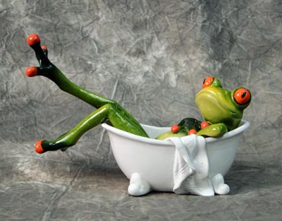 Frog In Bath Tub Figurine Globe Imports